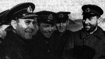 Слева направо: командующий СФ адмирал А Г. Головко, помощник командира ПЛ З. М. Арванов,военком С. А. Лысов, командир ПЛ «К-21» Герой Советского Союза капитан 2 ранга Н. А. Лунин