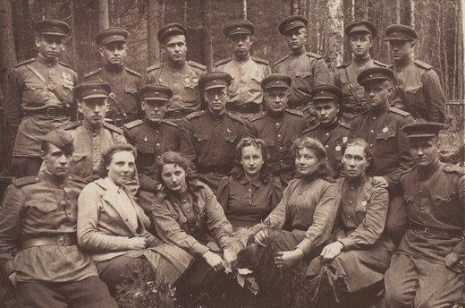 Александр Иванович Груздев с товарищами, сентябрь 1943 года