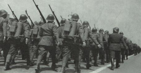 Румынские снайперы на параде в 1942 г.