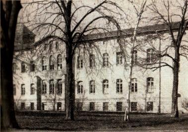 """Внешний вид """"лечебного и попечительского заведения Бернбург"""", в котором специальная команда СС убила много тысяч людей"""
