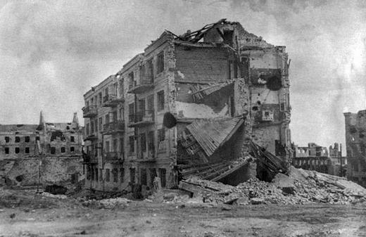 Дом Павлова после окончания Сталинградской битвы.