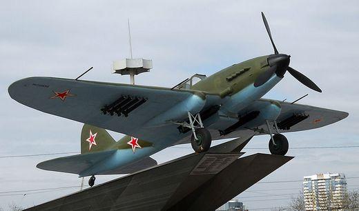 Памятник самолёту Ил-2 в Самаре