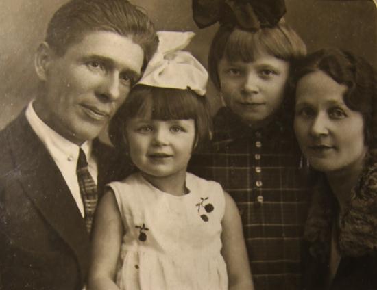 Сергей Михайлович, Инна, Лариса Харченко