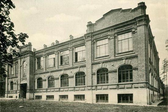 Классный корпус Сиротского приюта им. братьев Бахрушиных. Фото 1900 г.