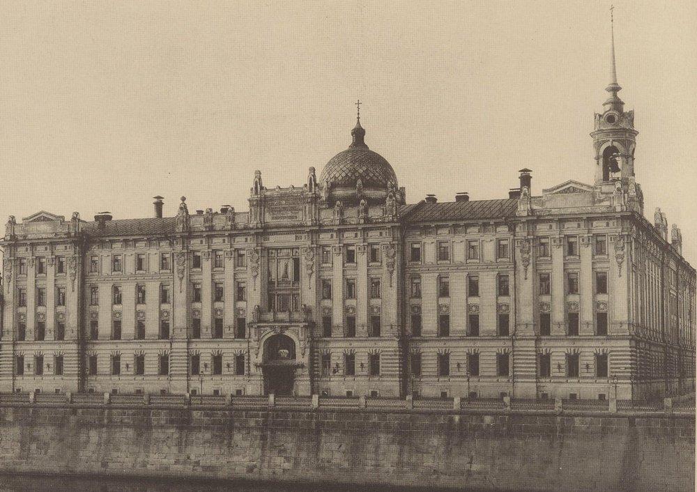 Дом бесплатных квартир для многодетных вдов и бедных курсисток на Софийской набережной. Фото 1900-х годов.