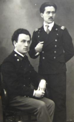 Николай Петрович Ратнер (сидит) с братом Александром