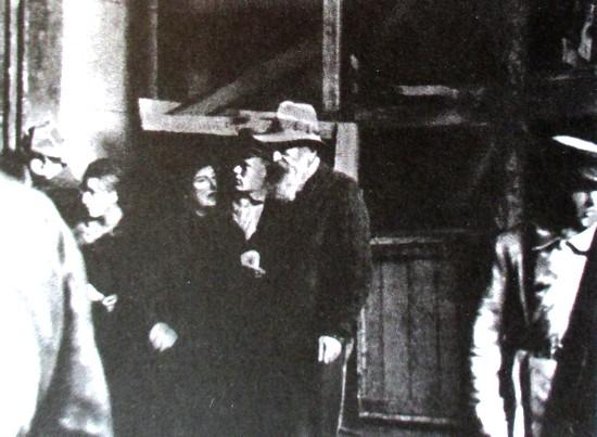 Реэвакуация Эрмитажа. В центре И.А. Орбели, 1945 г.