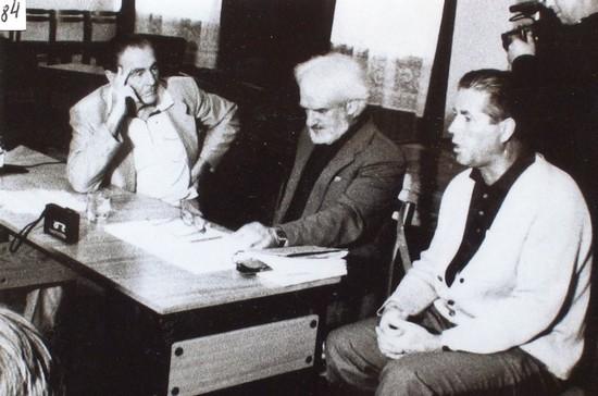 Президиум заседания Фонда культуры Калининградской области. Слева направо: барон Э. А. фон Фальц-Фейн, писатель Ю. Н. Иванов, А. П. Овсянов. Калининград, конец 1980-х гг.