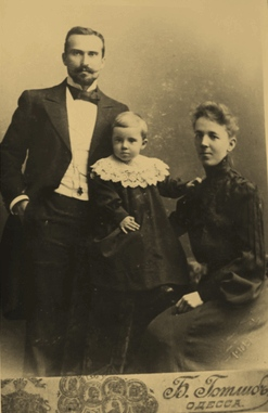 Александр Александрович Вадон с женой и дочерью Татьяной, 1903 г.