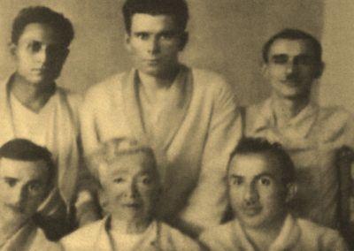 Гердт (вверху справа) в госпитале после ранения