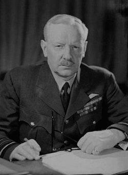 сэр Артур Траверс Гаррис,  глава бомбардировочного командования Королевских ВВС в период Второй мировой войны