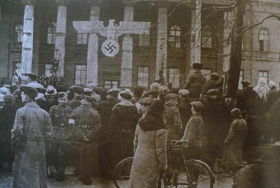 Красный корпус университета им. Т. Шевченко, 1 Мая 1942 г.