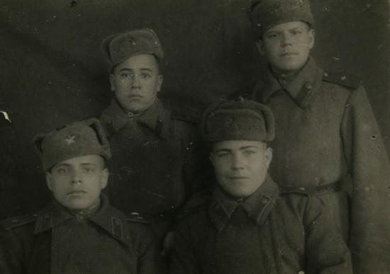 Февраль 1945 года Польша. Рядовой Мустафин Зиннатулла Хасанович - второй ряд слева.