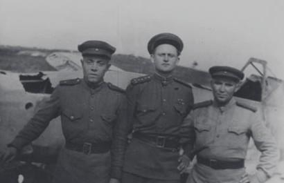 Иван Левадный с боевыми товарищами