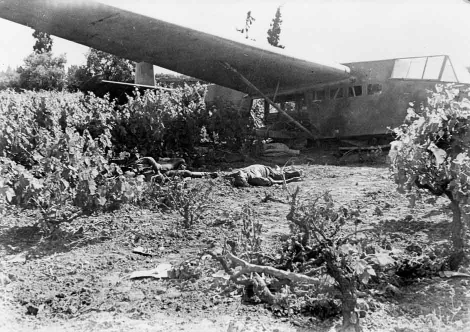 Подбитый немецкий самолет
