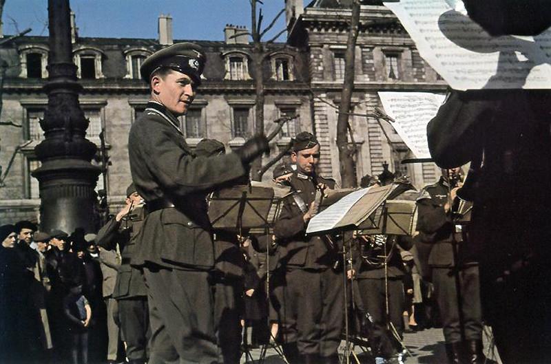 Оркестр на площади Республики