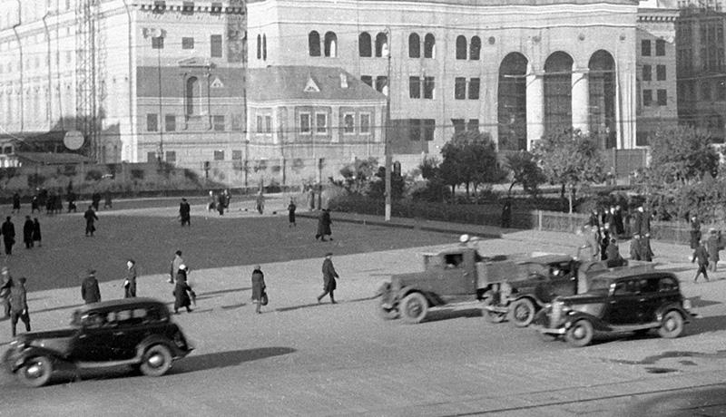 Защитная маскировка на здании Большого театра в годы ВОВ.