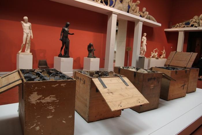 Сундуки, в которых в военное время перевозили культурные ценности