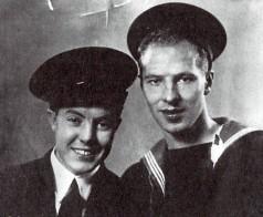 Эрик (справа) перед отправлением из Архангельска.