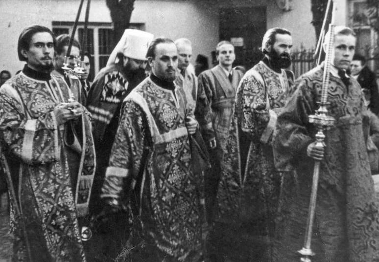 Встреча митрополита Сергия Воскресенского перед Литургией в вильнюсском Свято-Духовом монастыре.