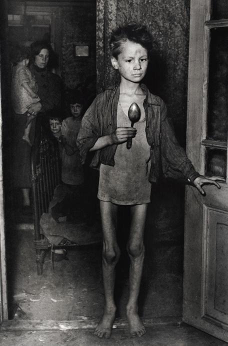 Мальчик во время голодной зимы. Ротердам 1944.