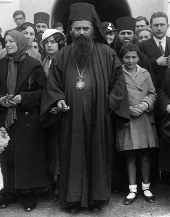 Владыко Николай (Велимирович) с народом