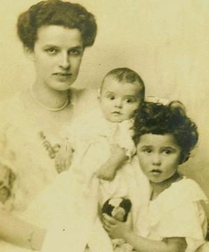 Диана Будисавлевич с дочерьми