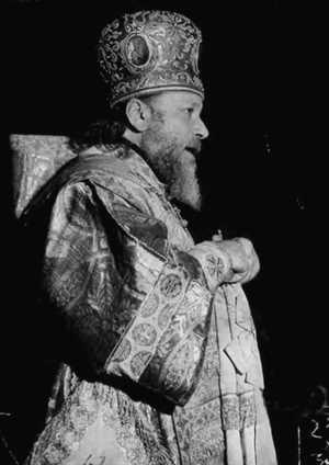 Митрополит Ленинградский и Новгородский Алексий (Симанский) проповедует в храме август, 1941.
