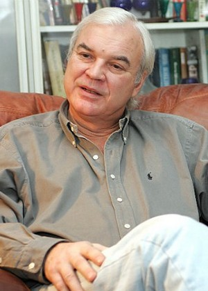 Молчанов Владимир Кириллович  —  теле- и радиоведущий, диктор, журналист.
