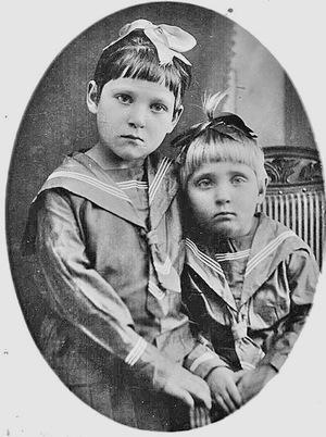 Настя и Катя Марковы, 1935 год.