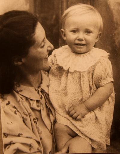 Мама с Мариной на руках