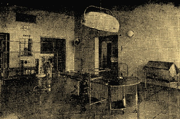Одна из операционных больницы имени Королевы Елизаветы (Бирмингам). На снимке — осветительная арматура, аппараты для диатермии и прижигания.