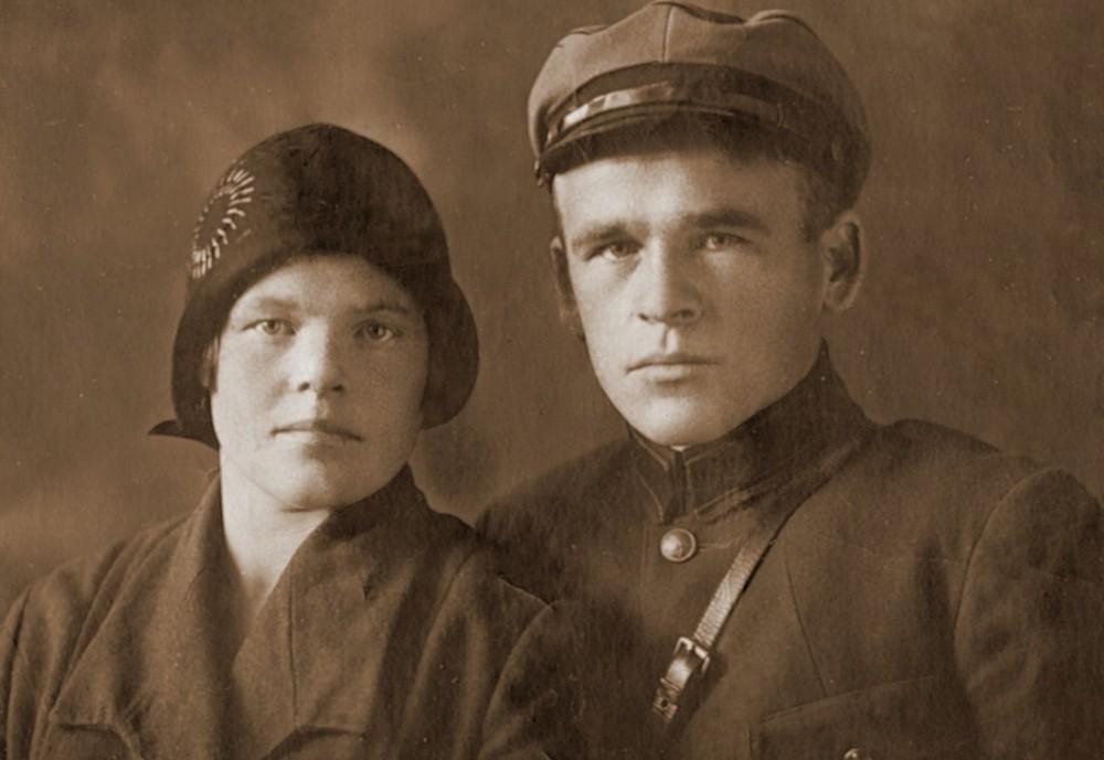 Бабушка и дедушка до войны (год неизвестен)