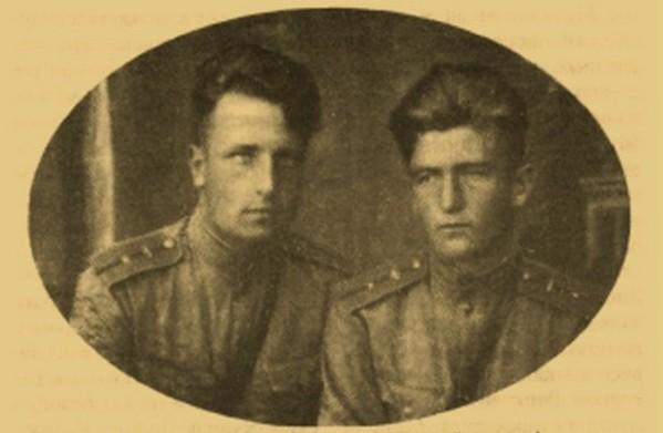 А.Машников и С. Крамаренко (справа), 523-й истребительный авиационный полк, 1943 г.