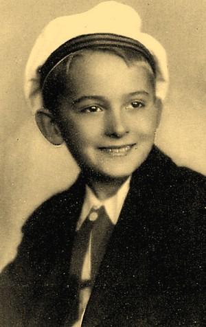 На этом фото Роме Кравченко 9 лет.