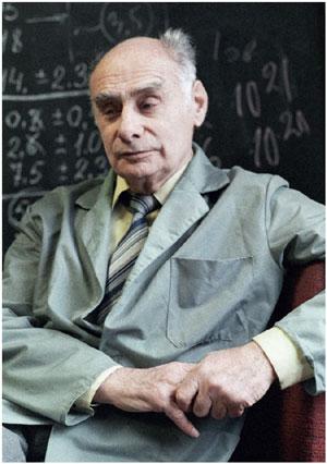 Георгий Николаевич Флёров (1913-1990) - физик-ядерщик, сооснователь Объединённого института ядерных исследований в Дубне, академик АН СССР.