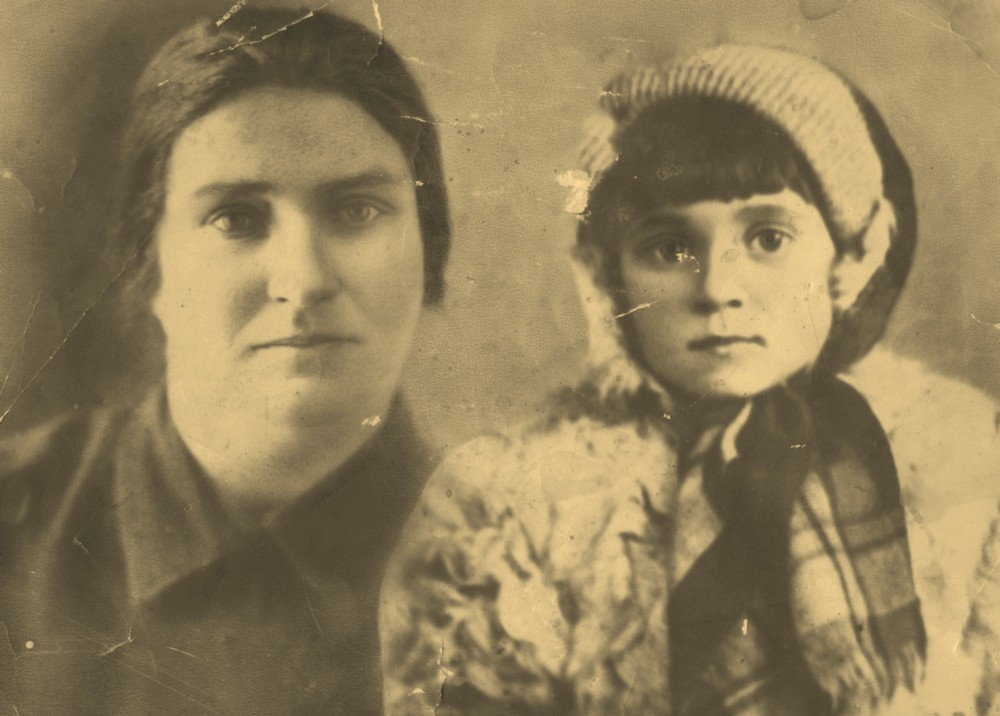 Римма Волкова с бабушкой