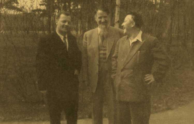 И.В. Курчатов с Л.А. Арцимовичем и А.И. Алихановым на территории ИАЭ. Май 1958 г.