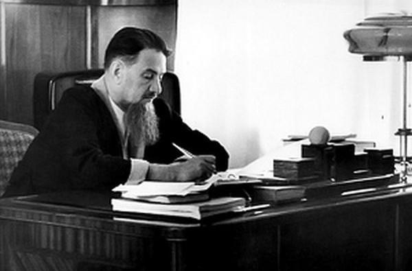 И.В. Курчатов в рабочем кабинете (1903-1960)