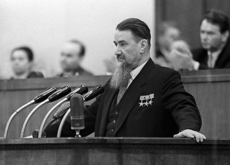 Игорь Курчатов на трибуне Внеочередного XXI съезда КПСС (1959 год)