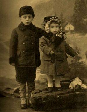 Володя и Таня Щелкачевы, 1913 г.