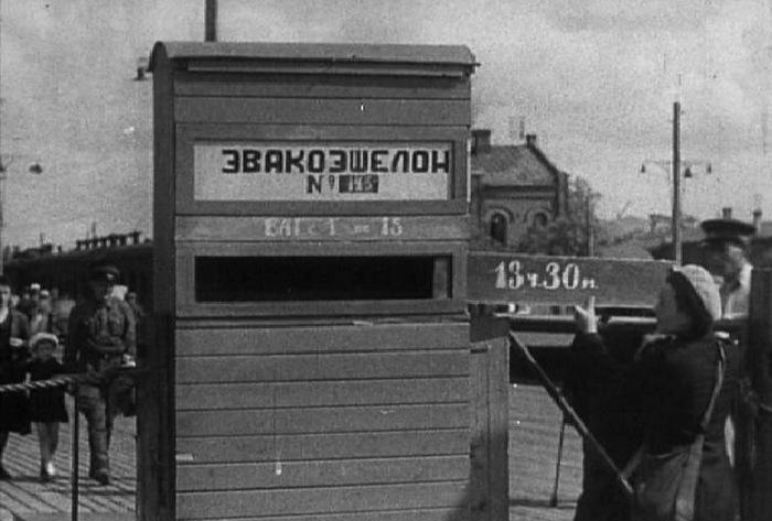 В ожидании эвакуационного эшелона на Казанском вокзале