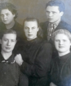 Курсы повышения ветработников, 1952 год. Елена Васильевна - третья справа.